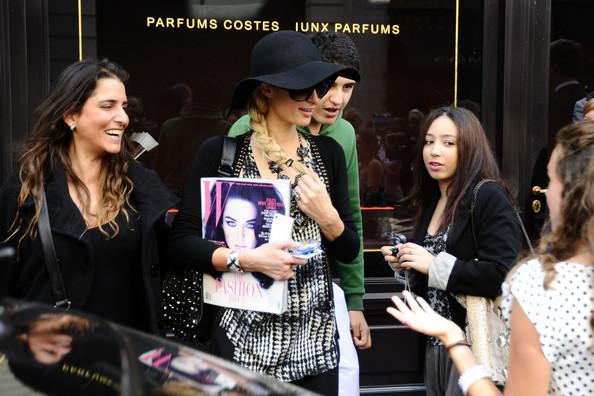 Paris+Hilton+Paris+Hilton+Greets+Fans+France+mYfiwihLOX2l