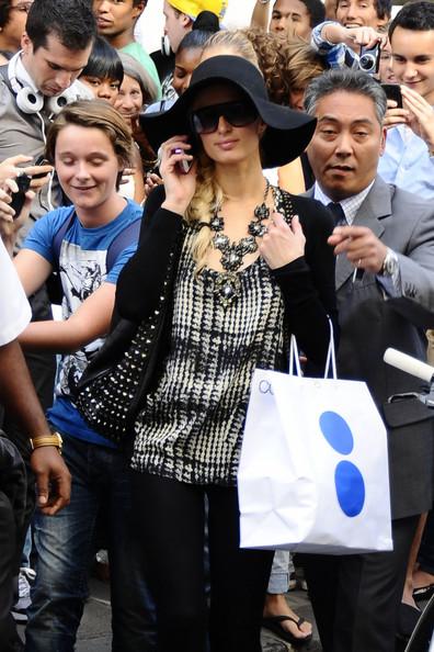 Paris+Hilton+Paris+Hilton+Greets+Fans+France+ZSmhDkc7yoWl