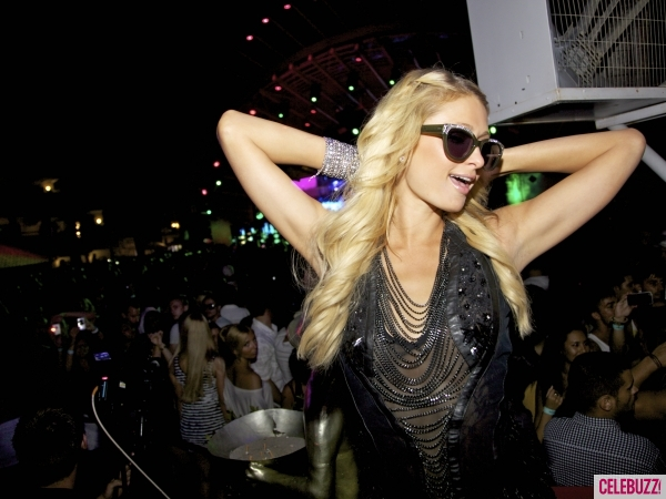 Paris-hilton-to-dj-at-pop-music-festival