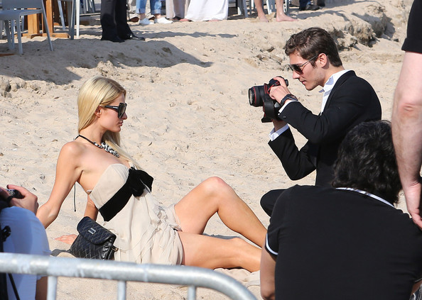Paris+Hilton+Paris+Hilton+Poses+Up+Beach+A4tZdlwZ9s4l-1